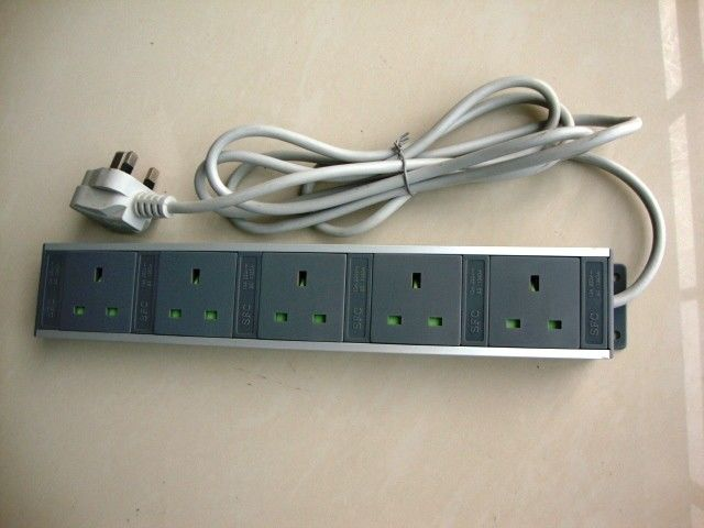 Aluminium Alloy Housing European Power Strip , 5 Receptacle  Electric Outlet Strips